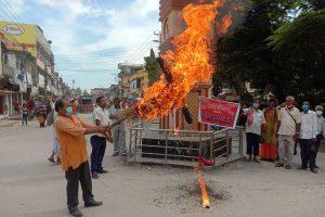 भट्टराई ट्वीट प्रकरण : विश्व हिन्दू परिषद नेपालद्वारा पुत्ला दहन