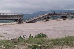 त्रियुगा नदीकाे पुल भाँचियाे