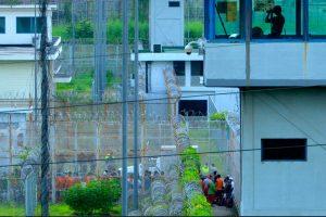 इक्वेडरका दुई जेलमा भएको दङ्गामा परी कम्तीमा आठको मृत्यु